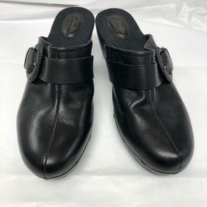 Clarks Artisan leather clogs EUC